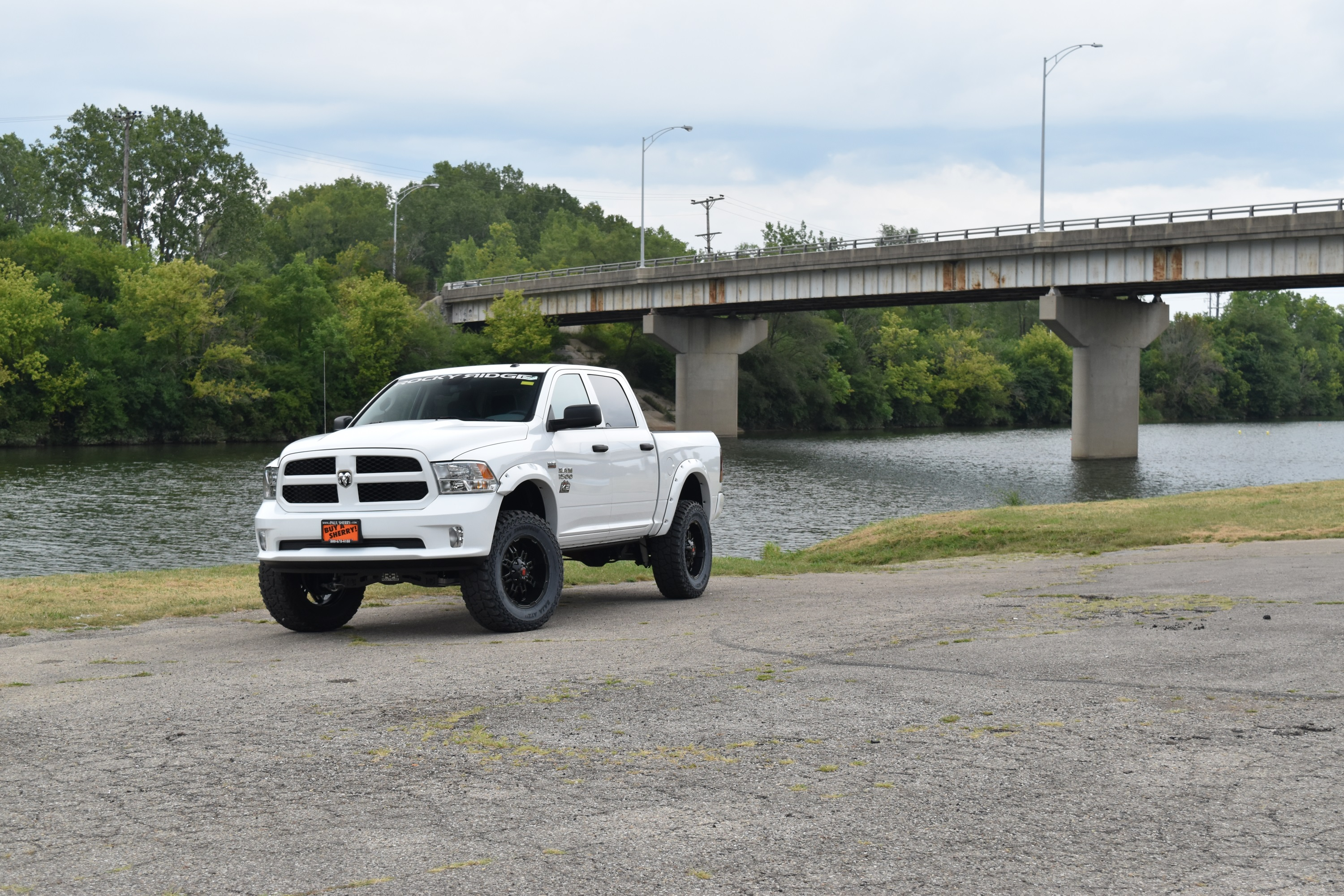 lifted-trucks-for-sale-4